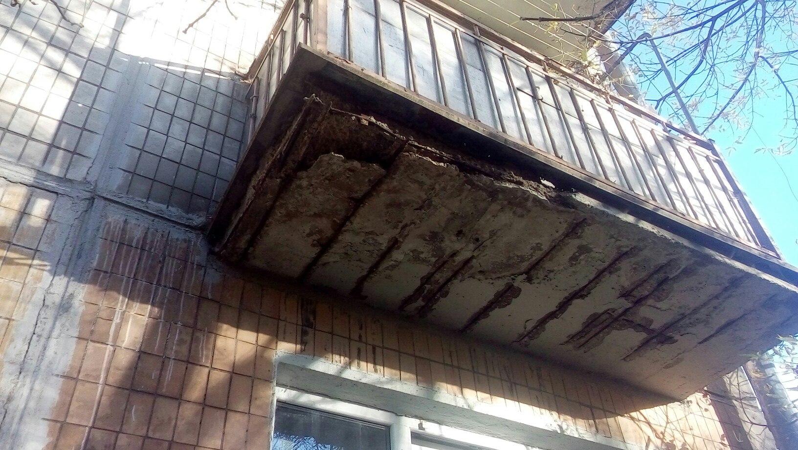 """В доме 3 по улице булавина разваливаются балконы """" главные м."""