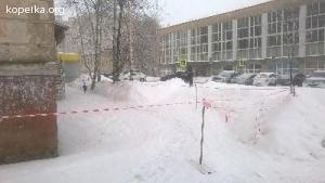 Очень плохая уборка снега придомовой территории и с крыши дома 205а по пр.Кр.Армии .